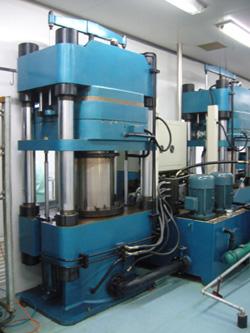 二手400吨法国橡胶注射成型机