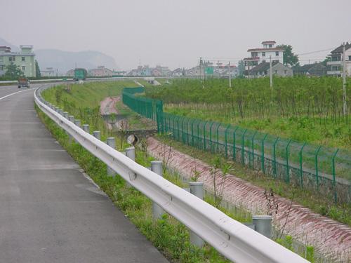 厂家供应大连防护网、高速公路铁路护栏网、防护网、隔离栅,质量保证