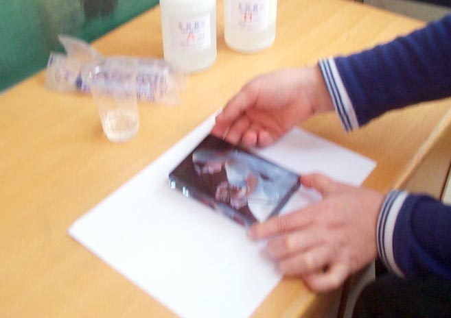 相片滴胶| 大面积水晶滴胶| 高硬度大面积胶| 大面积相框水晶胶