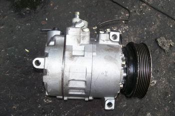 供应奥迪汽车发动机及车身附件