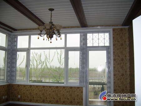 选用不同规格的钢环连接在数根支杆上,组成窗户整体的折叠钢环部分