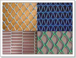 勾花网又名菱形网、斜方网、 活络网、护坡网.,菱形隔离网,边坡防