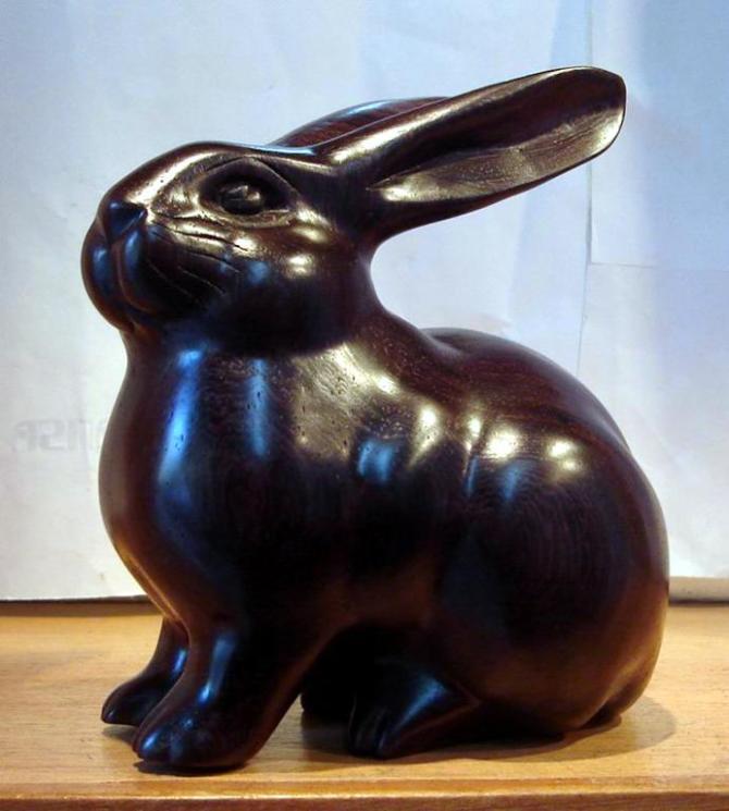 红木雕兔子