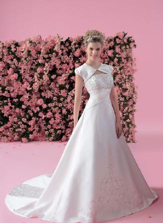 新款纯白色 抹胸 绣花新娘婚纱