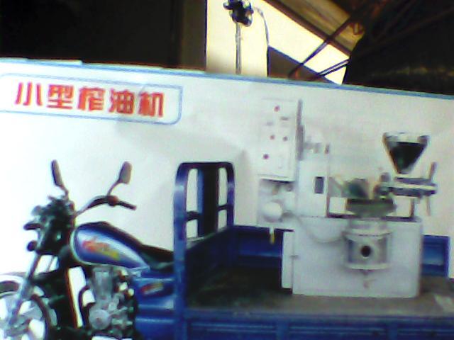 小型自动温控榨油机