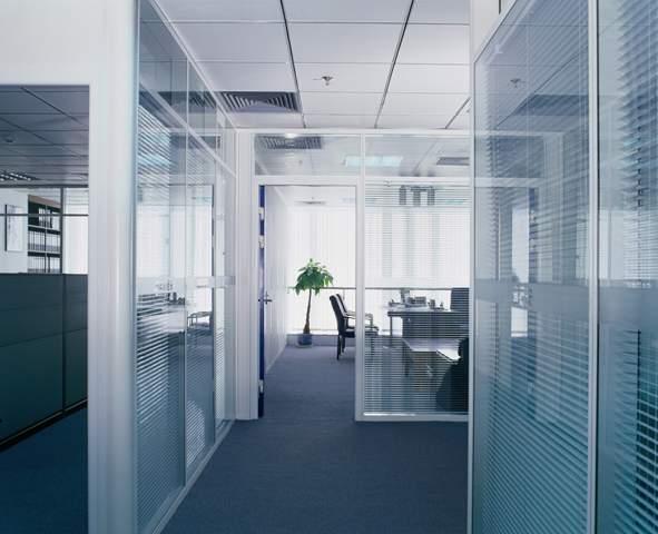 供应北京成品隔断,办公室高隔断,铝镁合金隔断,中空百叶隔断