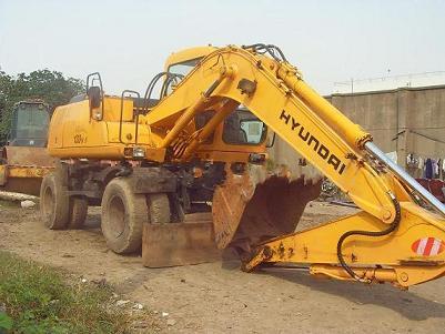 出售现代130-5轮式二手挖掘机13671806305
