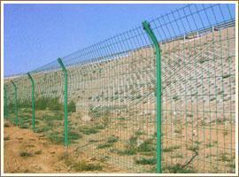 供应公路护栏网、铁路护栏网、机场防护网