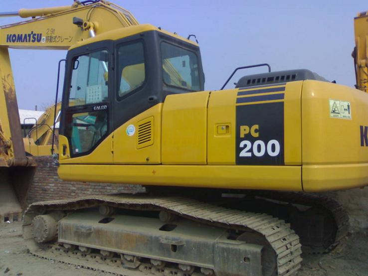 出售原装二手小松PC200挖掘机八成新58万(含进口手续)