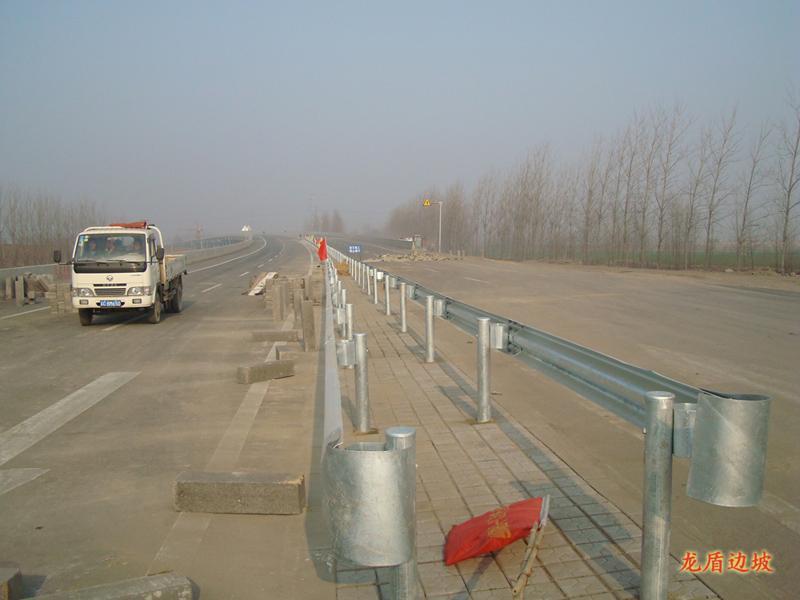 波形护栏、波形护栏工程、波形护栏板