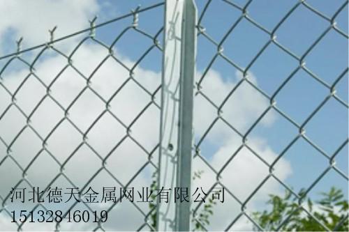 勾花护栏网铁路护拦网公路护栏网机场小区体育场护栏网隔离网安全网防护网荷兰网钢板网石笼网