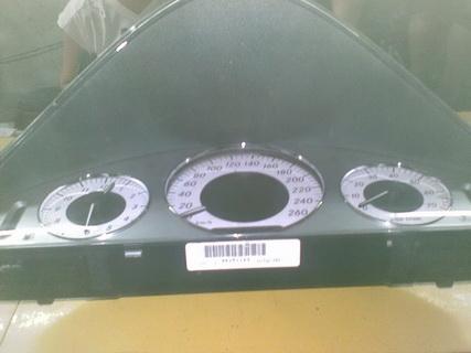 供应奔驰420汽车配件,仪表台板,仪表等原厂配件,拆车件