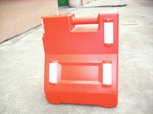 护栏型水马,隔离墩,安全水马,隔离水马,塑料路墩,分流桶,安全隔