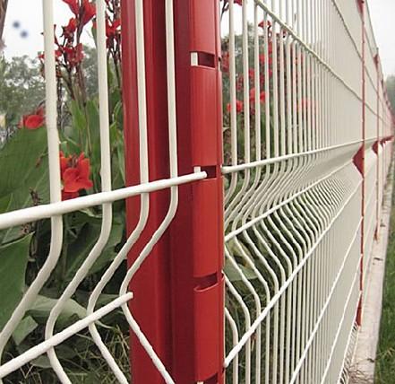 大量供应三角护栏网、市政护栏、三角折弯护栏