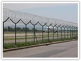 专业供应监狱护栏网、机场护栏网、刀片刺绳护栏网