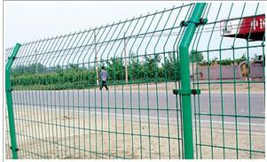求购护栏网、围网、广西护栏网,找南宁市宝誉护栏网厂
