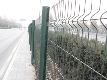 草原护拦网 体育场护栏网 操场防护网 小区隔离栅