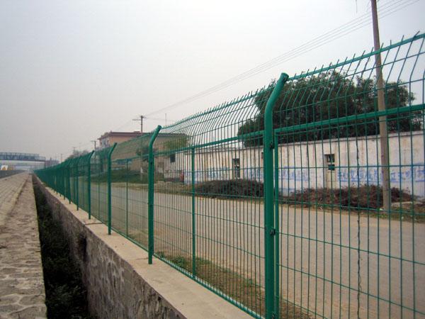 供应齐全护栏网、公路护栏网、铁路护栏网