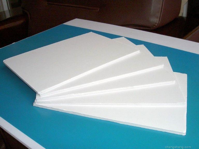 镇江KT板,上海珍珠板,昆山PS板珍珠板:此产品系列引用国际先进的生产设备和国内领先的PS发泡工艺,能生产厚度为0.7mm--30mm的产品.所生产出的覆膜板系列板材具有挺括、轻盈、平整、不易变形、品种系列多、环保无毒、用途广泛等特点。产品广泛应用于,展览展示装裱、POP广告丝印、橱窗造型、飞机机冀、玩具模型、礼品包装,拼图用板等 KT板是一种由PS颗粒经过发泡生成板芯,经过表面覆膜压合而成的一种新型材料,板体挺括、轻盈、不易变质、易于加工,并可直接在板上丝网印刷(丝印板)、油漆(需要检测油漆适应性)、裱