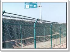 供应优质冠成高速公路护栏网