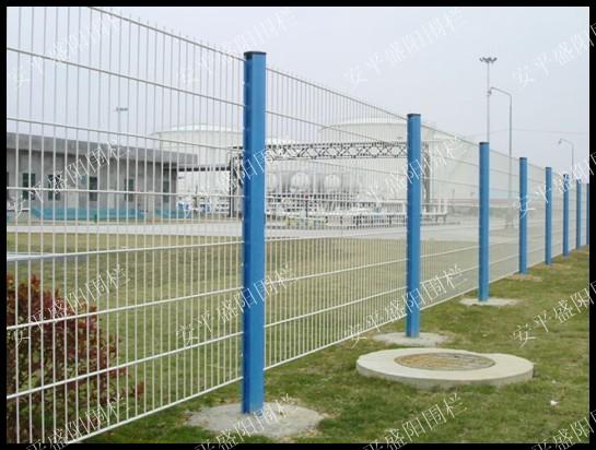 护栏网配件  刺绳护栏网  公路护栏网价格