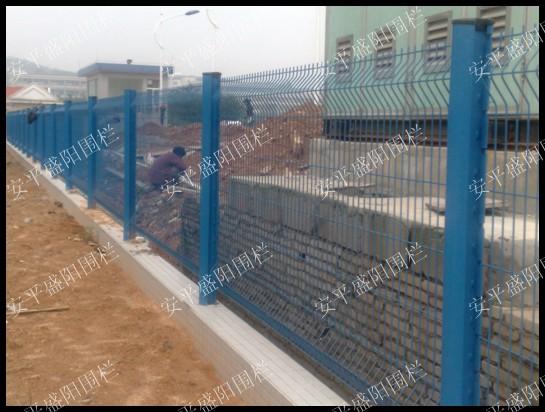 公路铁路护栏网  波浪护栏网  铁路护栏网厂