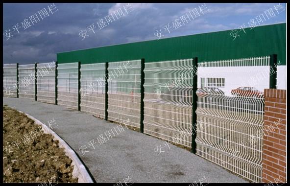 求购公路护栏网  护栏网生产  求购铁路护栏网