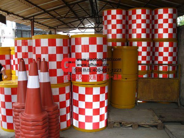 深圳哪找塑料防撞桶||玻璃钢防撞桶桂丰塑料防撞桶价格