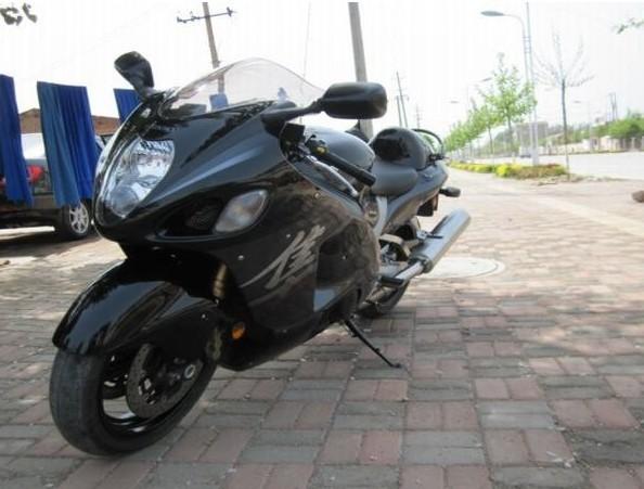 铃木 Intruder M1800R 摩托车