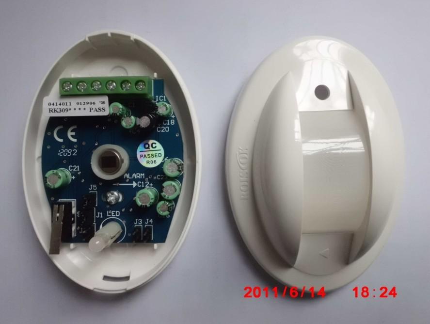 双元红外幕帘式被动移动探测器,专门设计的适用于家庭使用的探测器。具有信号捕捉能力强、误报、漏报率低、低功耗的特点。产品技术含量高、制作工艺考究、外观造型高雅,而且性能稳定,使用寿命期长。特殊的透镜设计,无下视死角,既可墙挂式也可吸顶式安装。适用于家庭、学校、工厂等两个以上窗户安装的幕帘探测器。 主要特性: l 带微处理控制器,减少误报 l 真实温度补偿技术 l 双极性脉冲计数可调 l 抗白光干扰 l 功耗低 l 菲涅尔光学透镜 l 配套设计了专用支架 l 灵敏度可调 l 独特的抗荧光干扰 l 具有环境记忆
