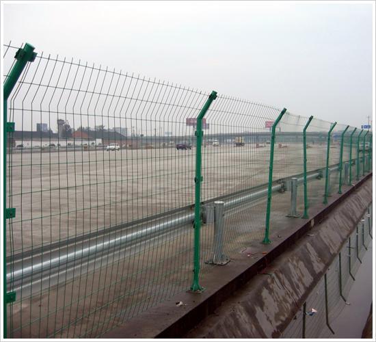 公路护栏网、护栏网设计、护栏网底座、护栏网配件