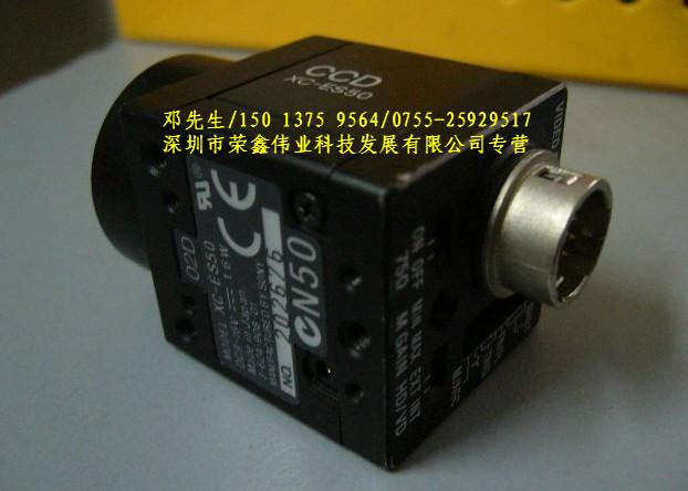 CCD工业相机 黑白隔行扫描CCD 1/2寸隔行扫描,43万像素,560线,CCIR格式,黑白,小型高速工业相机 采用1/2/寸HAD技术高灵敏度CCD 752X582像素(CCIR格式) 高灵敏度;0.3Lx(F1.4) 场/帧曝光 所用控制部分都在机身外部,便于控制 高信噪比:60dB 简单灵活的触发功能 新型的EIAJ 12PIN引线分配,可以接收触发脉冲 小巧,紧凑机身- 29 (W) x 29 (H) x 32 (D)mm/50g 优异的防震动,防抖动性能(10G-70G) 小巧的电源(DC-7