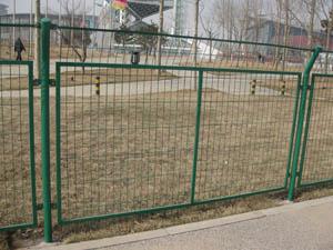 围墙用铁丝网,铁丝网围墙护栏,绿色护栏网围栏,浸塑护栏网