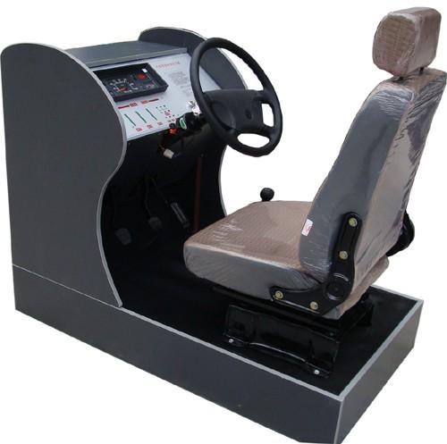 汽车驾驶模拟器的硬件方面和真实的汽车驾驶室是一样的