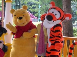 深圳卡通人偶服,大型玩偶服装小熊维尼