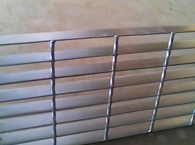创翔钢板网,重型钢板网,六角钢板网