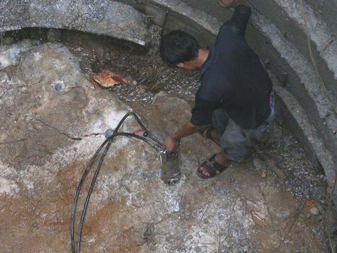 供应岩石襞裂机--挖井,打桩必不可少的设备