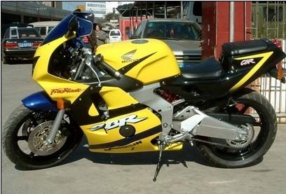 星期八摩托车行供应本田 CBR250RR  1500元