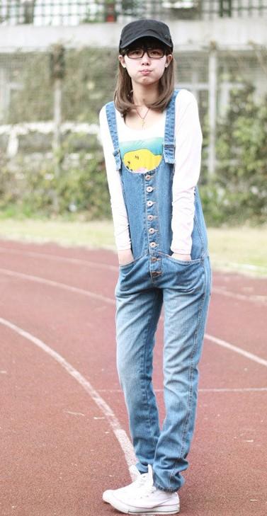 牛仔背带裤让你时尚又有型