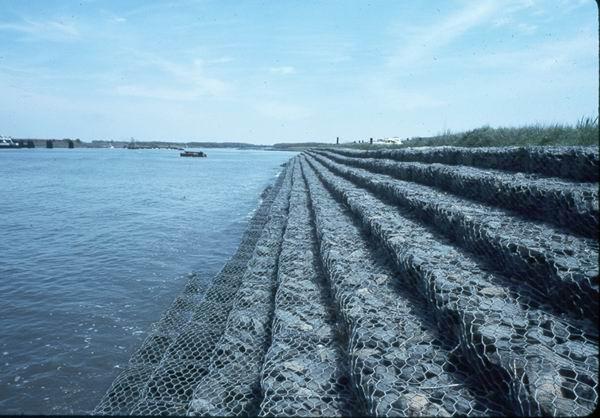 雷诺护垫铁丝网护坡网水利防护网