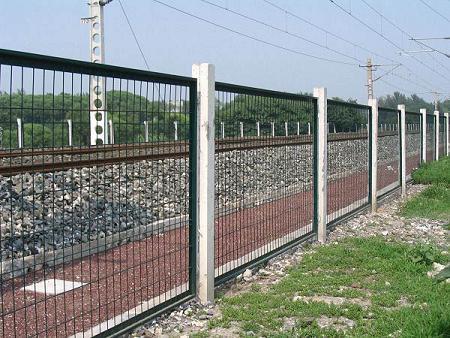 供应铁路护栏网、铁路护栏网价格、安平铁路护栏网厂