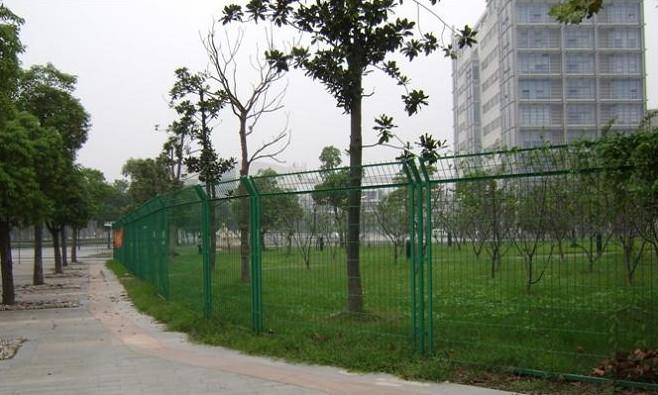 专业生产铁路护栏网,公路护栏网-河北省安平县亚北护栏网厂