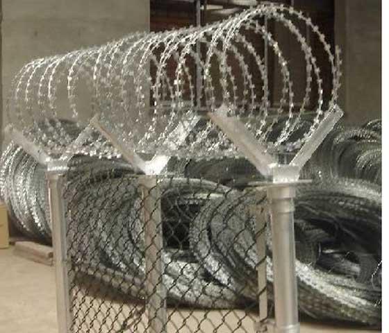 热镀热镀锌刺绳围栏网、电镀锌刺绳围栏网,PVC浸塑刺绳围栏网