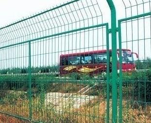安平高速公路护栏网,铁路护栏网,刺铁丝护栏网,工厂护栏网