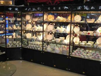 专业量身定做天津及周边箱包展柜面包展柜汽车饰品展柜