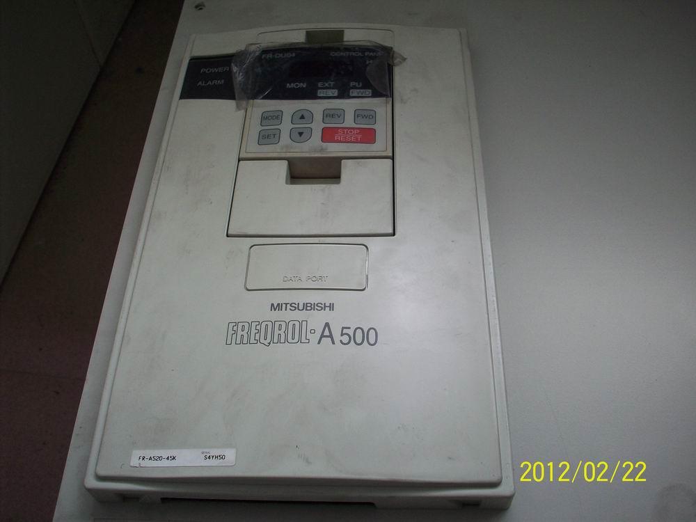 专业维修维护三菱各系列变频器。24小时服务电话:18664916726.FR-Z200、FR-A200、FR-A100、FR-V200、FR-A500、FR-F500、FR-S500、FR-A024、FR-A700、FR-F700.......配件齐全、经验丰富、快速维修、上门服务!故障咨询:18664916726 三菱变频器故障代码:HOLD-操作面板锁定、 Frr-错误、OL-失速过流、oL-失速过压、RB再生制动预警、 TH 电子过流保护预警、PS-PU停止、 MT维护信号输出、 CP参数复制、 F