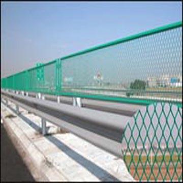 供应桥梁护栏网 钢板网 桥梁围栏网 桥梁防护网