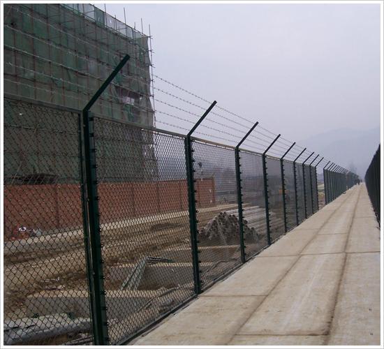 勾花护栏网、护栏网养殖、护栏网解释