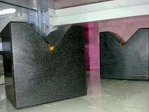 花岗石V型架精度处理要求