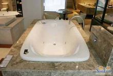 浴缸崩缺掉瓷维修找专业浴缸维修电话更可靠62413839